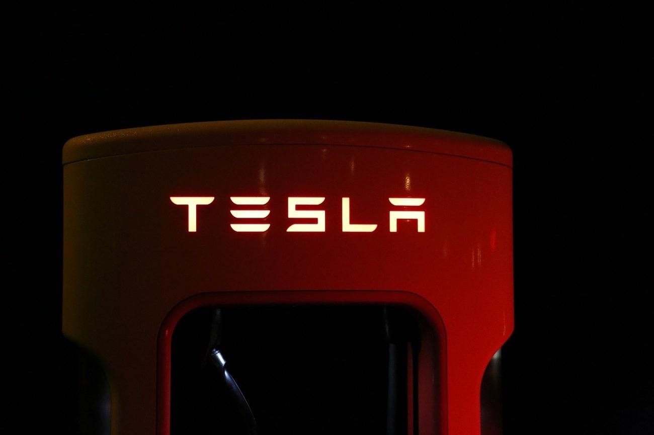 Инвестиране в Тесла